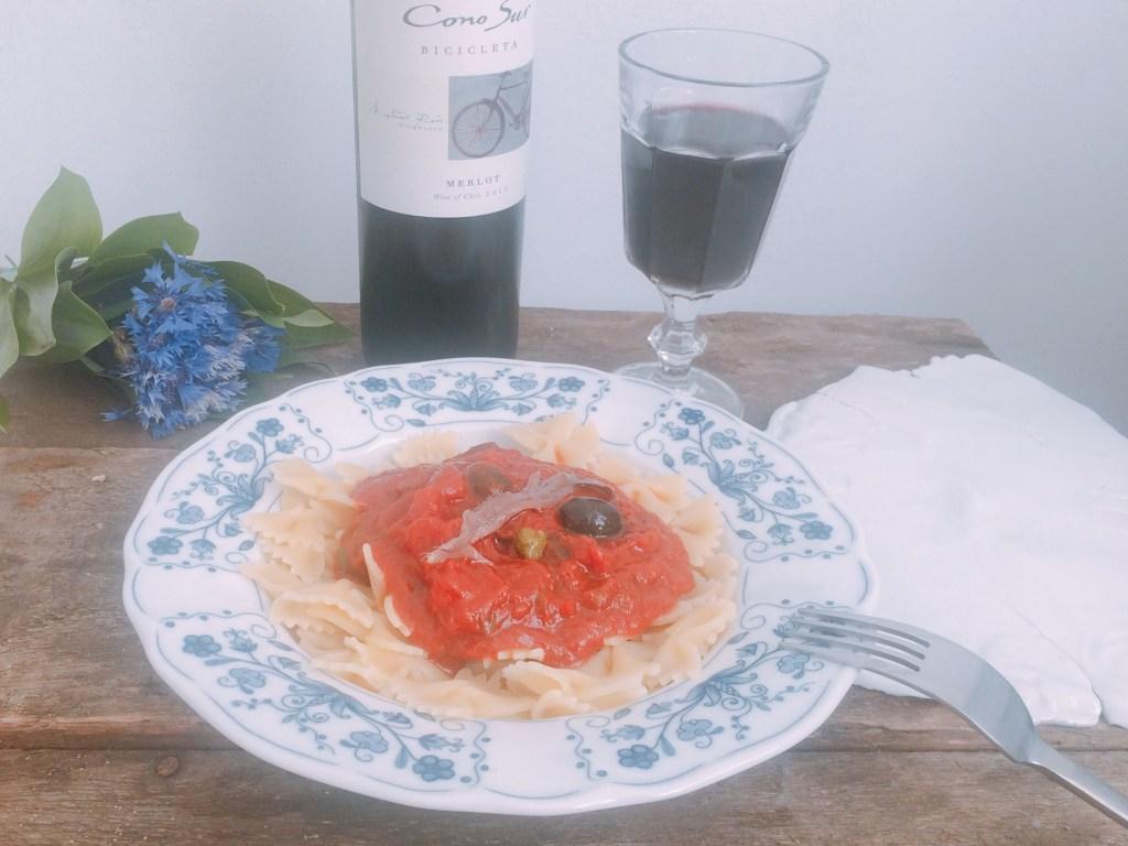 Kokardki z sosem pomidorowym z anchois