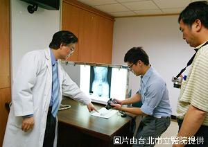 「醫生看病」別模仿,異物入侵惹災殃 - 頻尿