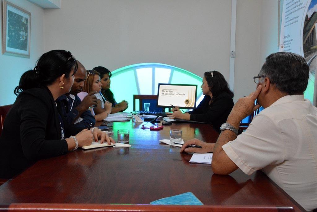 La M.Sc. Lisneth Rodríguez Hernández, Directora de Comunicación Institucional de la Universidad de Holguín, presentó la Campaña de Comunicación Medio siglo de Educación y Ciencia. Desarrollada el 25 de enero de 2017 en la sede de la AHS en Holguín. UHO FOTO/Luis Ernesto Ruiz Martínez