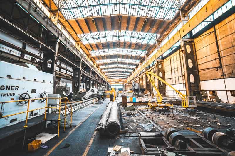 Werkhalle Industrieuhr