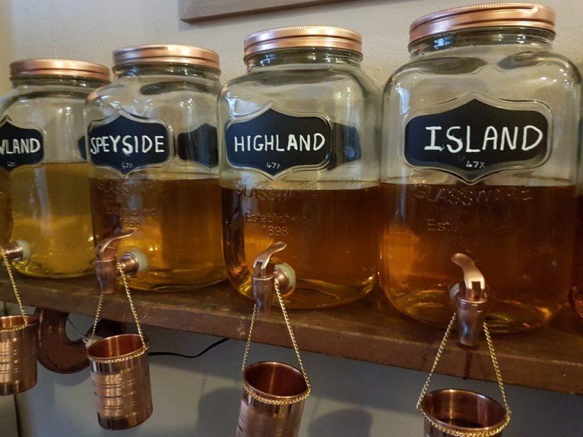 Pickering's Gin maakt vijf verschillende gins in verschillende whiskyvaten.
