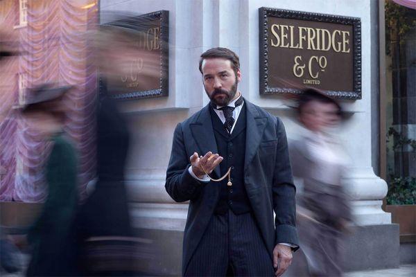 Jeremy Piven est Mr Selfridge pour ITV
