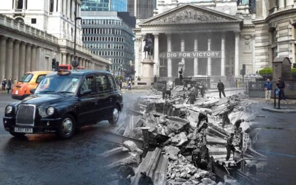 Devant The Royal Exchange.