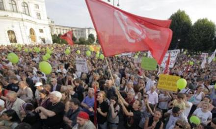 Thousands support of Kosovar Arigona Zogaj and her family in Vienna
