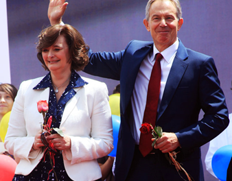 Tony Blair welcomed in Kosovo as a hero