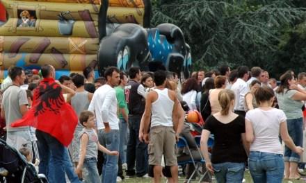 <!--:sq-->Festë shqiptare në Childs Hill Park, Londër, 5 qershor 2011<!--:-->