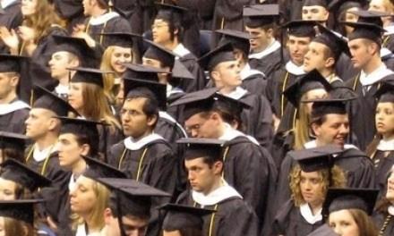 <!--:sq-->Me mijëra studentë të huaj në Britani raportohen rreth vizave<!--:-->