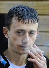 <!--:sq-->Shqiptari dënohet me £570 për hudhje të bishtit të cigares në vend publik<!--:-->