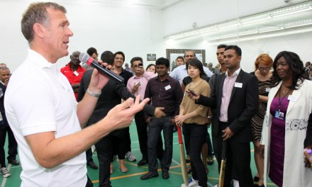 <!--:en-->Moneygram appoint former England cricket captain Alec Stewart as company's ambassador<!--:-->