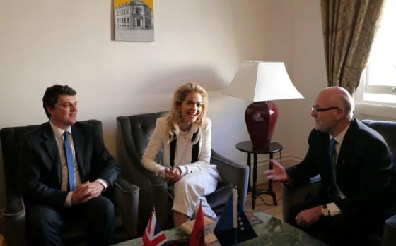 Rita Ora ne ambasaden shqiptare ne Londer, 04.02.2013
