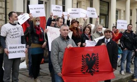 <!--:en-->British Albanians protest against Albania being picked as the destruction site of Syrian chemical weapons<!--:-->