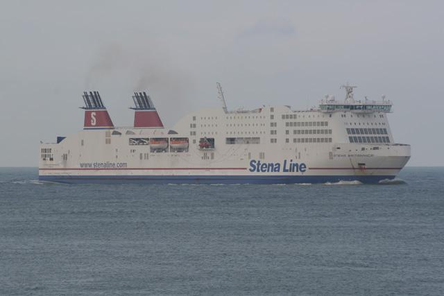 <!--:sq-->Dyshohet që dy të deportuarit nga Anglia qe u hodhën në det nga trageti të jenë shqiptarë<!--:-->
