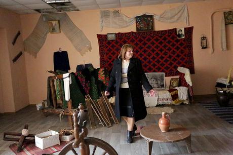 Maria Bitova, një shqiptare tjetër e cila e drejton biblotekën dhe Muzeun Shqiptarë të Etnologjisë në Zhovtneve