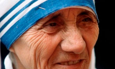 Mother Teresa is to be declared a saint on 4 September, Pope Francis has announced