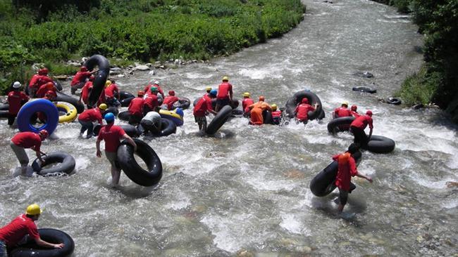 40 Bunar Fest: Kosovo daredevils brave cold river on inner tubes