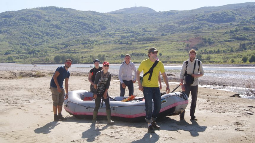 Holger Dambeck (second from right) and Jonathan Miske (right) reporting in the Vjosa Valley in Albania.