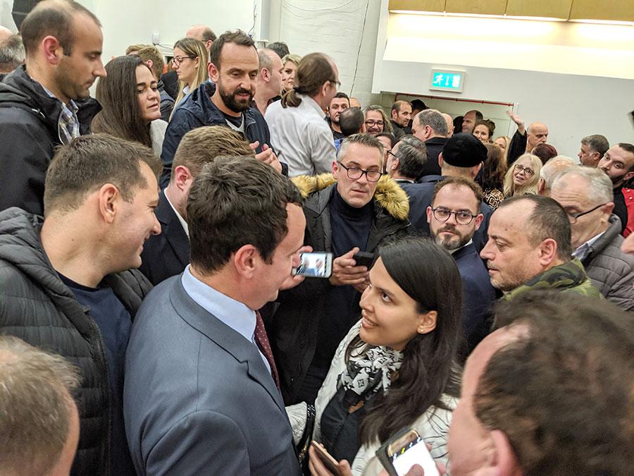 Pjesetarë të komuniteti shqiptar në Londër shprehën admirim dhe mikëpritësi të ngrohtë për Albin Kurtin dhe deputetet e tjera të LVV.