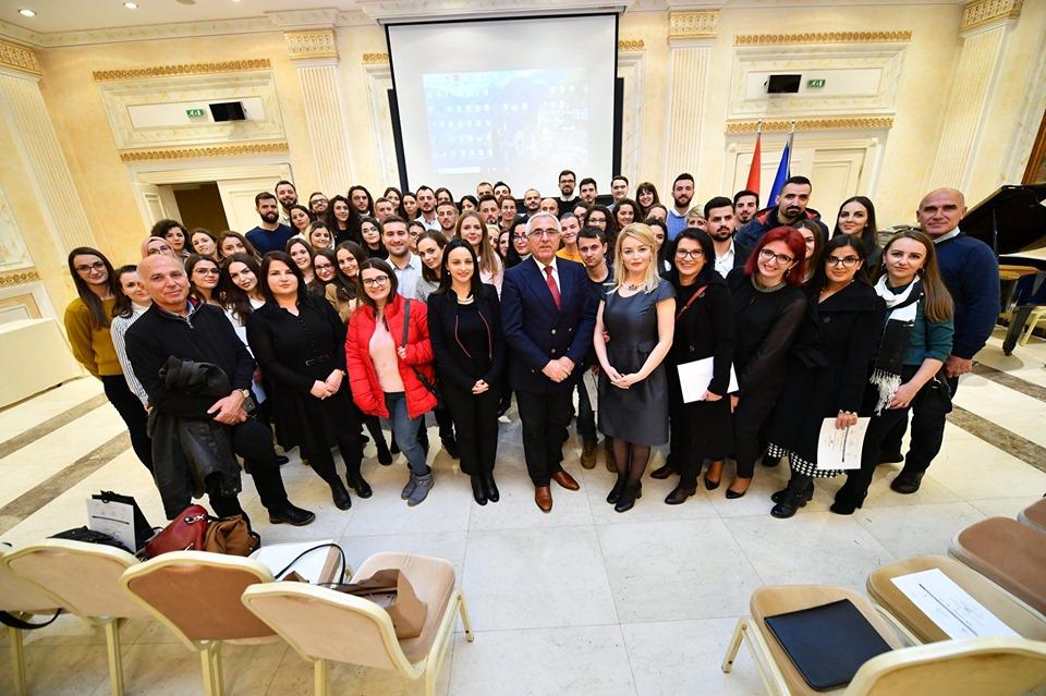 1,000 mjekë shqiptarë nga diaspora në shërbim online për mërgimtarët