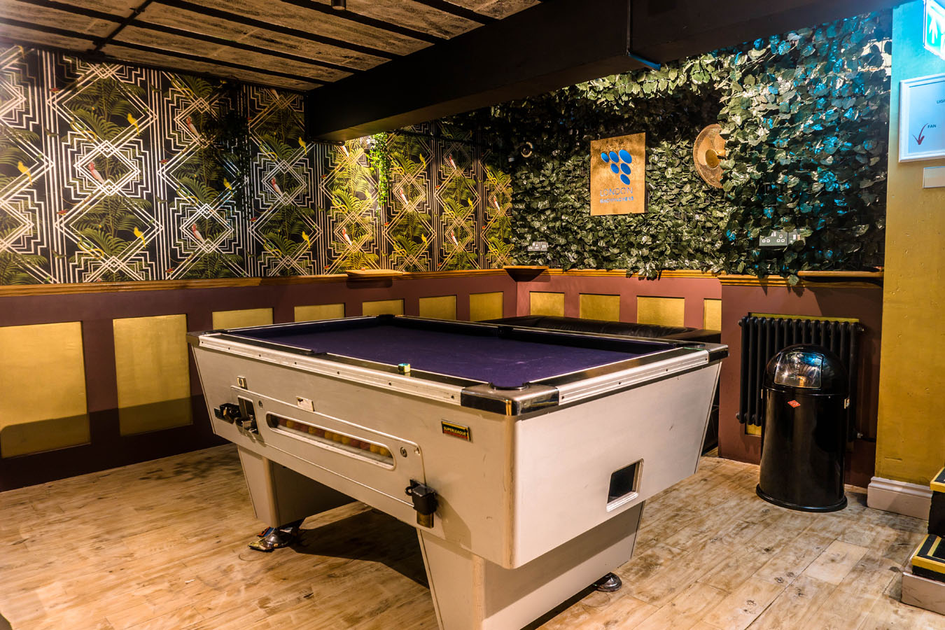 London Backpackers Pool Table Games