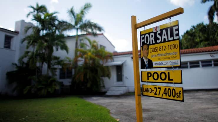 ارتفاع الطلب على الرهن العقاري لمشتري المساكن ، لكن المعدلات وصلت إلى أعلى مستوى منذ الصيف