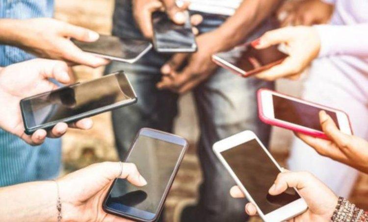 استطلاع: 16 % من الأوكرانيين لا يستخدمون الهواتف المحمولة