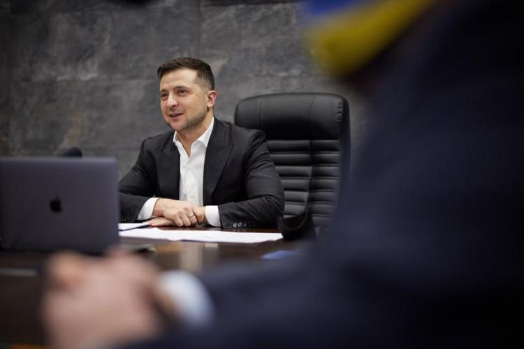 المتحدثة باسم الرئاسة مندل الرئيس زيلينسكي رجل ذو تفكير واسع النطاق هل سيرشح نفسه لولاية ثانية