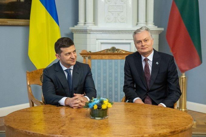 زيلينسكي يهنئ ليتوانيا في عيد استقلالها
