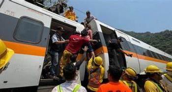 ارتفاع عدد ضحايا حادث قطار مميت بشرق تايوان الى 48 قتيل