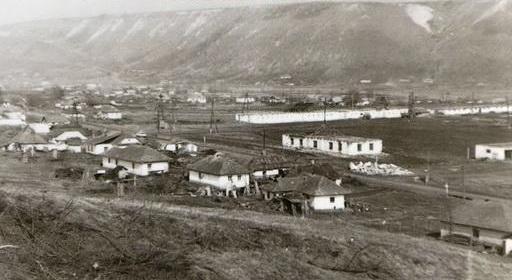 تنظيف القرية قبل الفيضانات