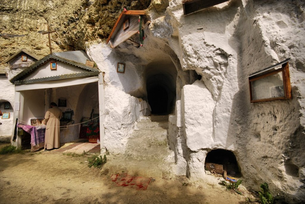 دير صخري في باكوتا