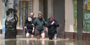 الأمطار و الفيضانات الطينية تغمر مدينة يالطا في شبه جزيرة القرم