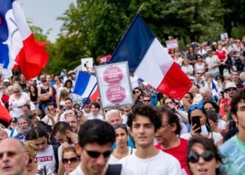 احتجاجات في باريس على قرار التطعيم الإجباري