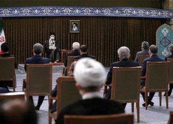 المرشد الأعلى لإيران ينتقد الولايات المتحدة تزامنا مع تعثر المحادثات النووية