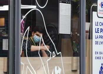 تلقيح غالبية السكان بالجرعة الأولى من لقاح في فرنسا
