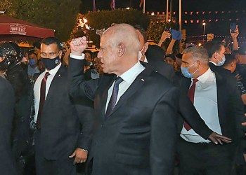 قوات الأمن التونسية تعتقل نائبا انتقد الرئيس