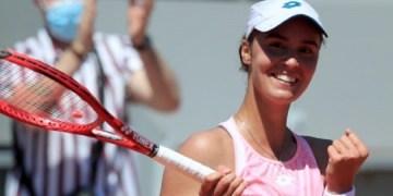 لاعبة التنس الأوكرانية أنجلينا كالينينا