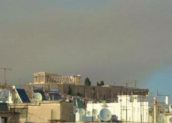 الآلاف الأشخاص فروا من منازلهم في أثينا بسبب حرائق الغابات