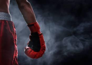 الأوكراني أولكسندر يصل إلى الدور نصف النهائي من بطولة الملاكمة