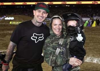 زوجة كاري هارت وابنه اُصيبا بفيروس كورونا
