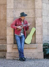 Joe Sloan plays a tune