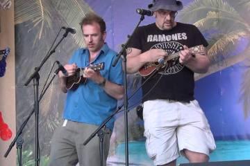 Ukulele players Gus & Fin