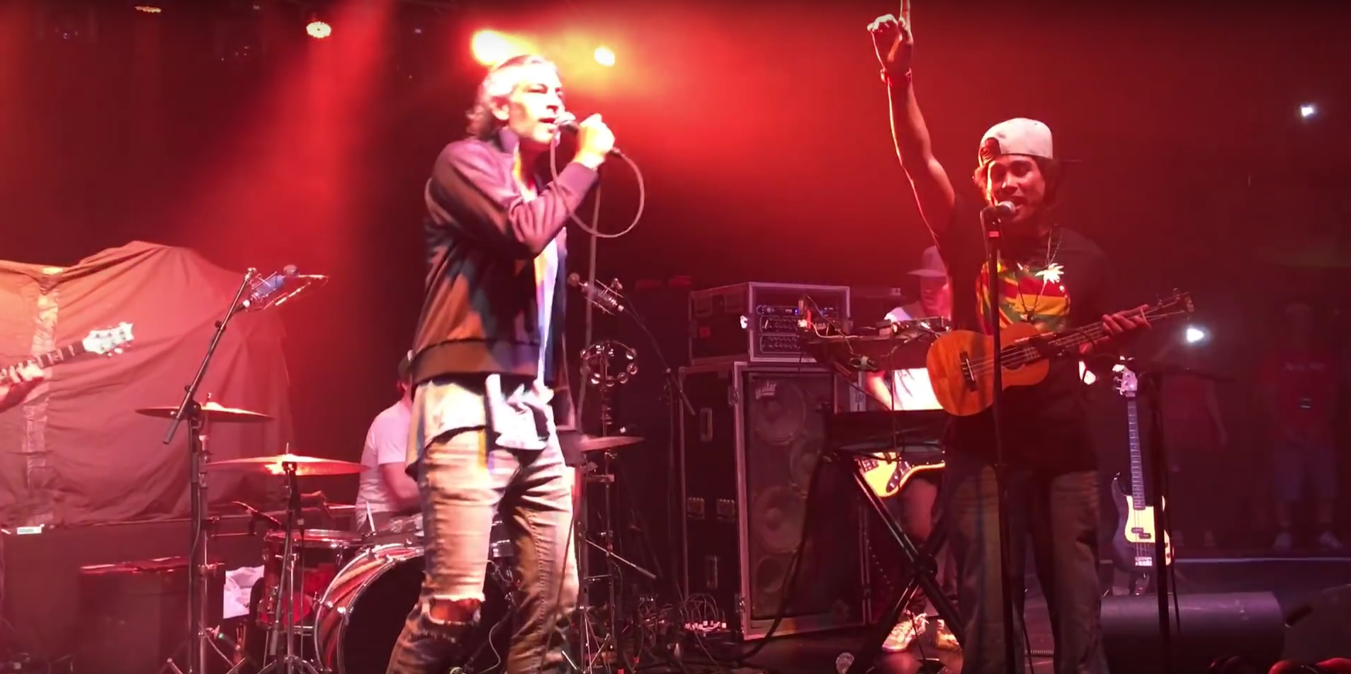 Matisyahu Surprises Ukulele Player with Sing-A-Long and
