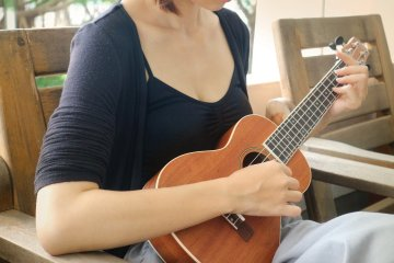 woman strumming ukulele