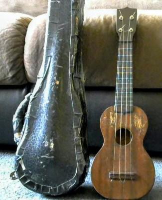 roy smeck's ukulele and case