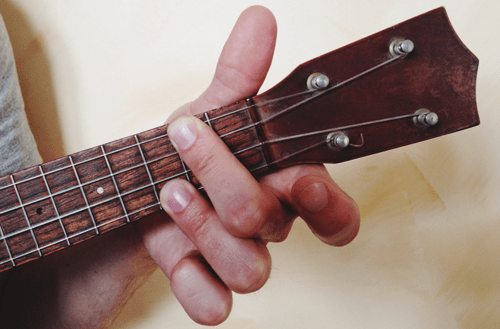 5 Useful Tips for Learning to Play Guitar Chords Cleanly