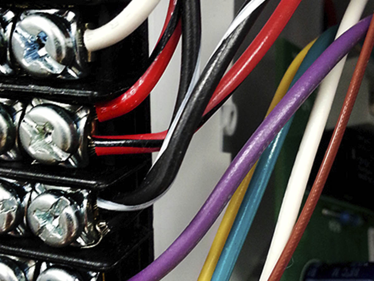 a close up image of appliance wiring  [ 1200 x 900 Pixel ]