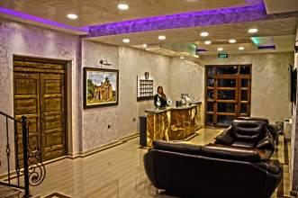 Hotel-entrance-reception-pristina-kosovo-serbian