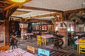 restaurant-rustic-old-good-food-kosovo