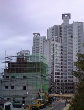 Workers are still contructing this 4 floor building next to Nevervill