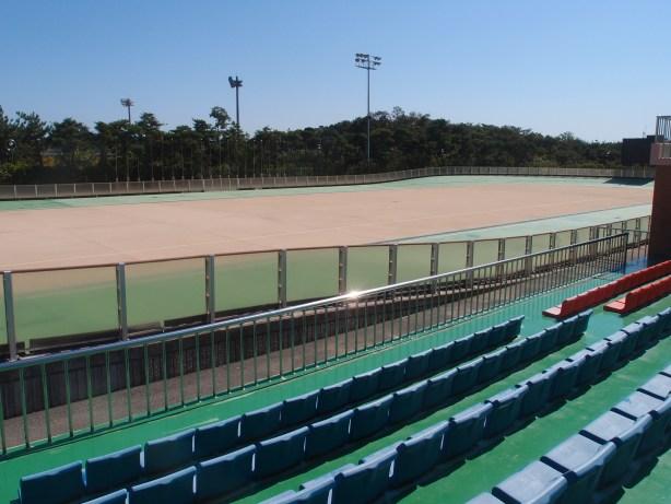 Inline skate stadium track